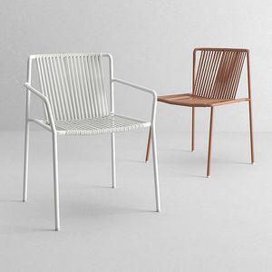La caratteristica principale della collezione di sedie brianza è la presenza di modelli di tavoli e sedie di produzione propria, che permettono una grande duttilità nella realizzazione di misure e finiture personalizzate, oltre ad una sempre più stretta collaborazione con aziende leader nel settore. Outdoor Chairs Outdoor Idfdesign