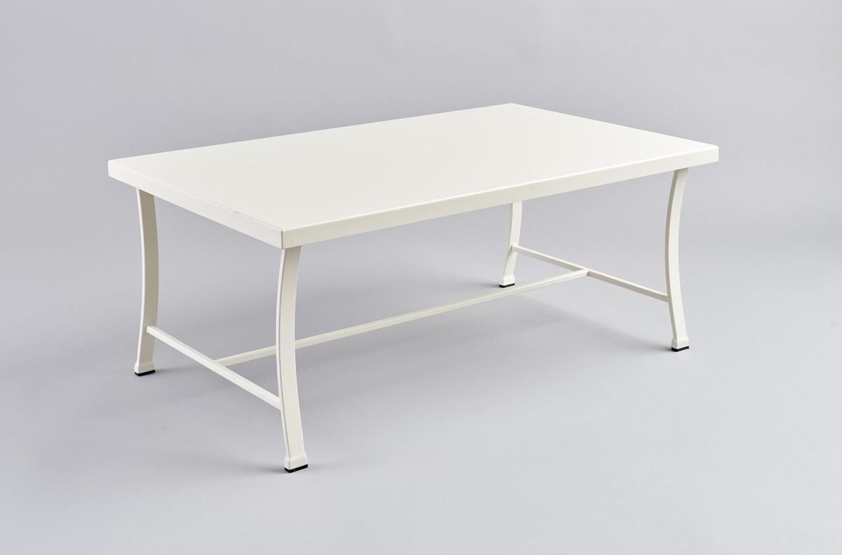 table basse en metal pour jardin
