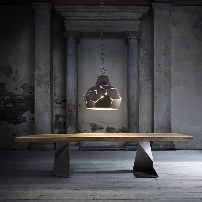 table en bois massif avec pieds en fer