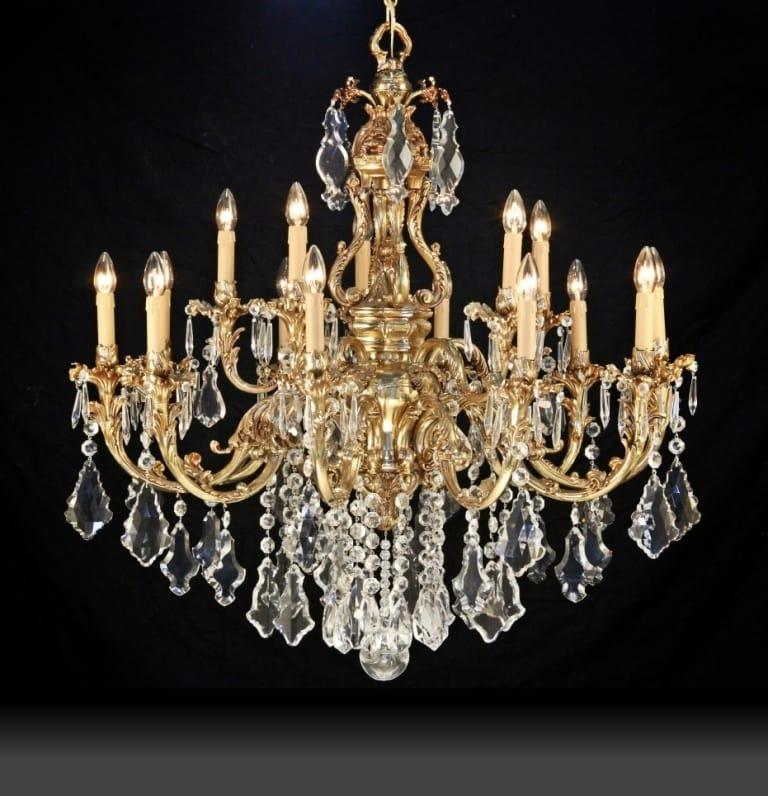 Calaonda sospensione in metallo cromato e pendenti in cristallo. Lampadario Con Pendenti In Cristallo Idfdesign