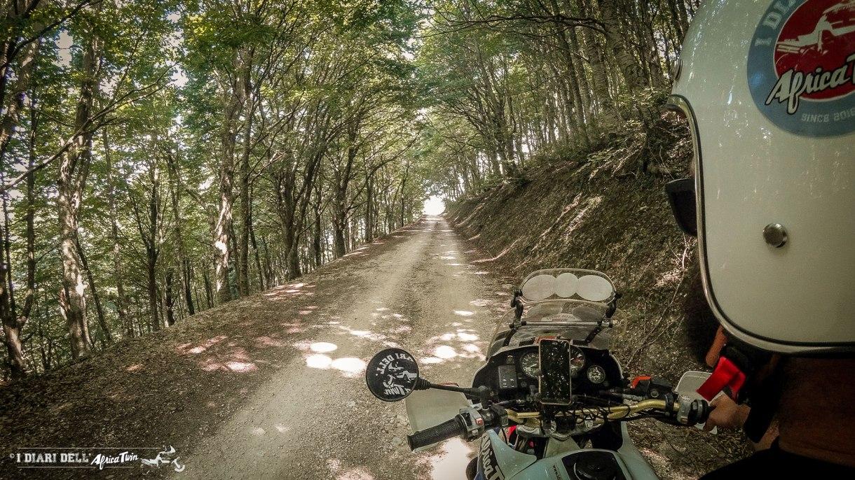 visitmarche-itinerario-sterrate-moto-gola-della-rossa-monte-san-vicino