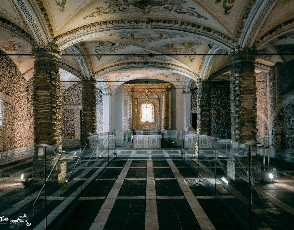 portogallo-in-moto-cappella-di-ossa-umane-1