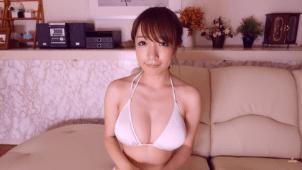 【清水あいり】Hカップ5 白ビキニ姿で胸を揺らしまくってたまらなくなる動画