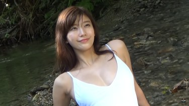 【小倉優香】Gカップ13 ヤンマガグラビア!平成最後の夏!セクシーな水着姿を披露!