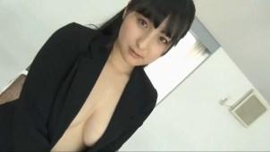 【平野聡子】Fカップ4 なんと!ブラジャーをとってノーブラでジャケットを着ちゃう!