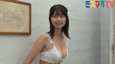 【夏目綾】-カップ3 セルフポートレート撮影!水着姿を披露!