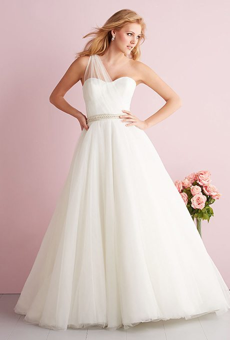 10 Always In Style Classic Wedding Gowns