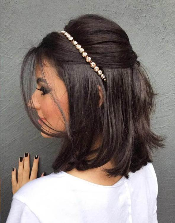 headband with a bob hairstyle