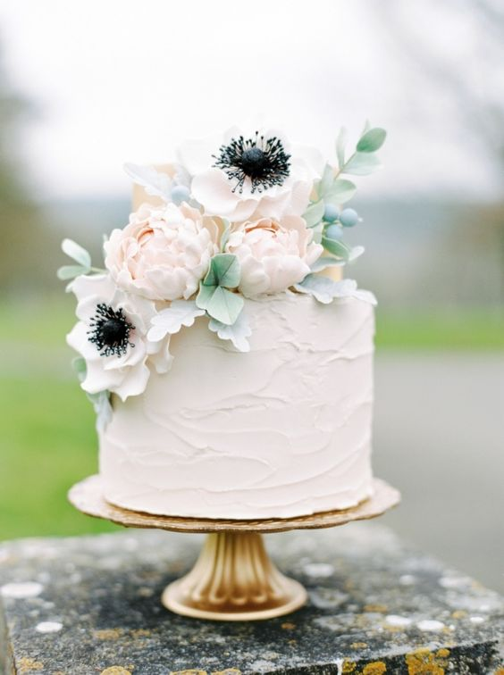 Simple single tier white wedding cakes romantic and beautiful for wintertime check out this simple and floral topped cake junglespirit Image collections