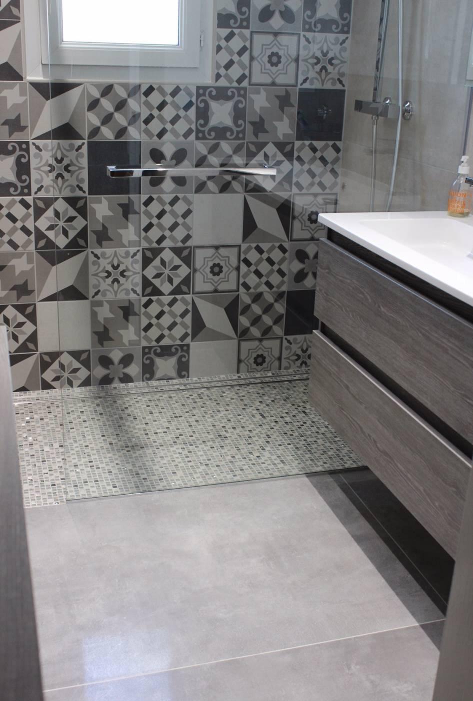 Salle De Bains Moderne Design Avec Douche Italienne Aix En