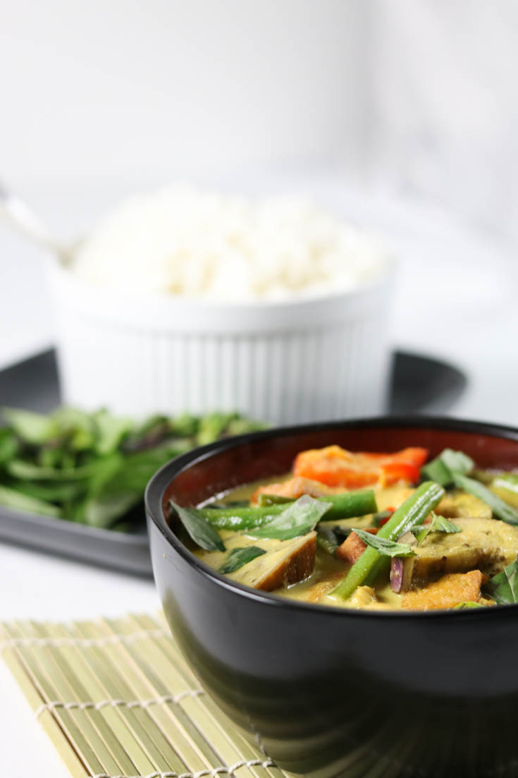Low-carb Thai Green Curry with Chicken Recipe | I Dream of Food ...