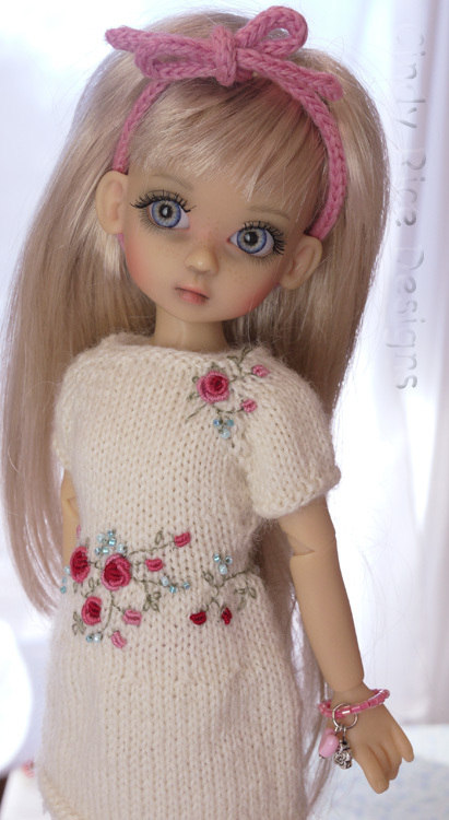 blog cindy rice millie in cream with red roses