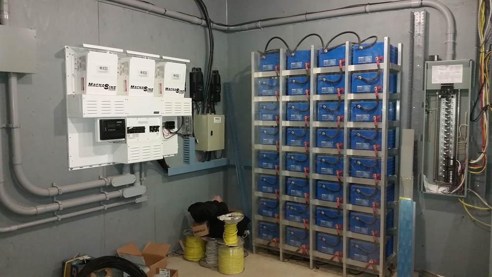 Chalet Papineau - 3 onduleurs MS4448 et 32 Batteries L16