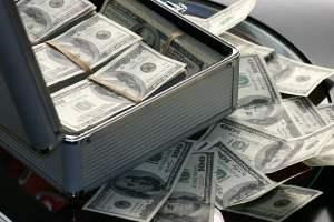 Do you have an abundance mindset? Learn 10 affirmations for abundance at www.idyllicpursuit.com