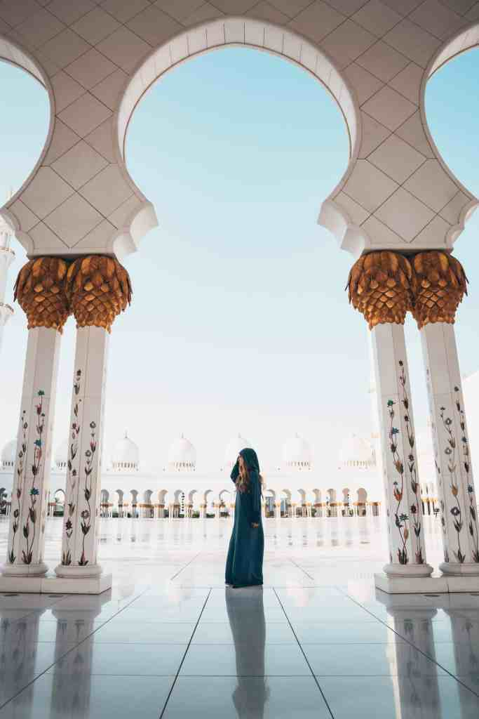 20 photos to inspire you to visit Abu Dhabi - sheikh zayed grand mosque with beautiful woman