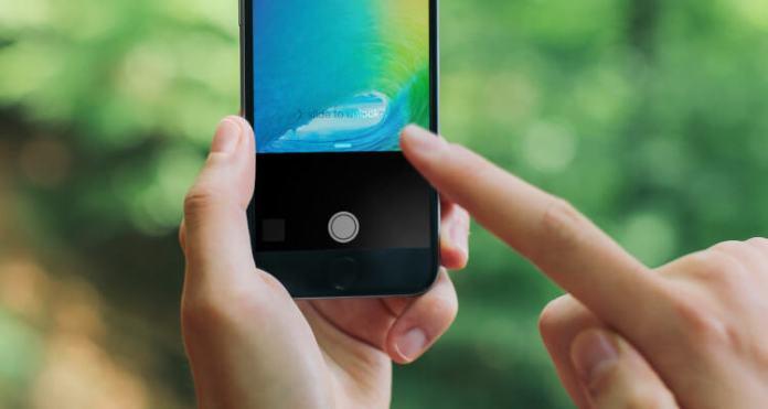 Turn off iPhone flashlight On iOS 10, iPhone 7, 7 Plus using iOS 10 lock screen camera