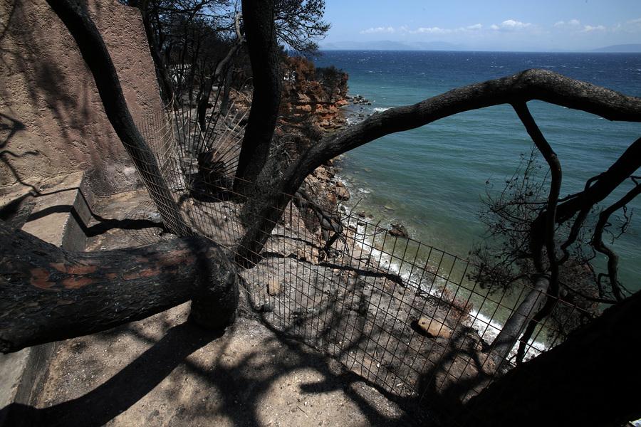 Αποκλεισμένη πρόσβαση σε παραλία στο Μάτι