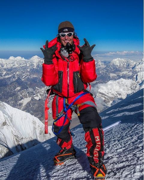Ο Καναδός σκηνοθέτης Έλια Σαϊκάλι στην κορυφή του κόσμου