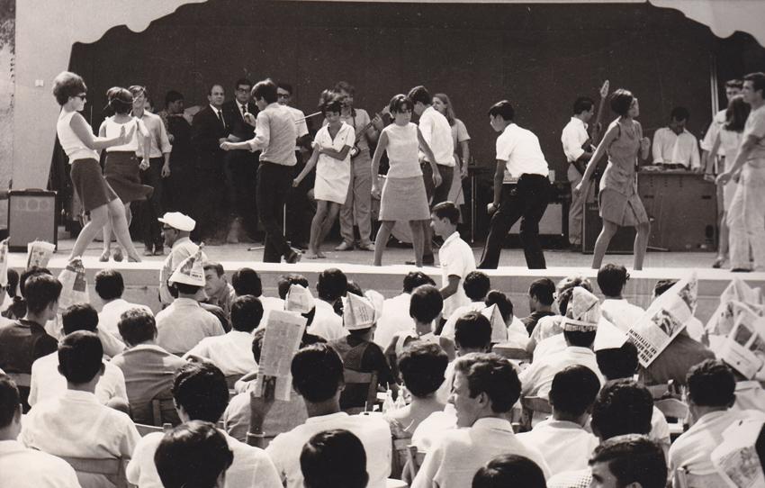 Χορός Γιεγιέδων, σε Μουσικό Πρωινό. (Φωτογραφία ίσως έτους 1966. Αρχείο Γιάννης Νέγρης)