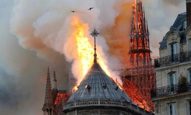 Παναγία των Παρισίων φωτιά καταστροφή
