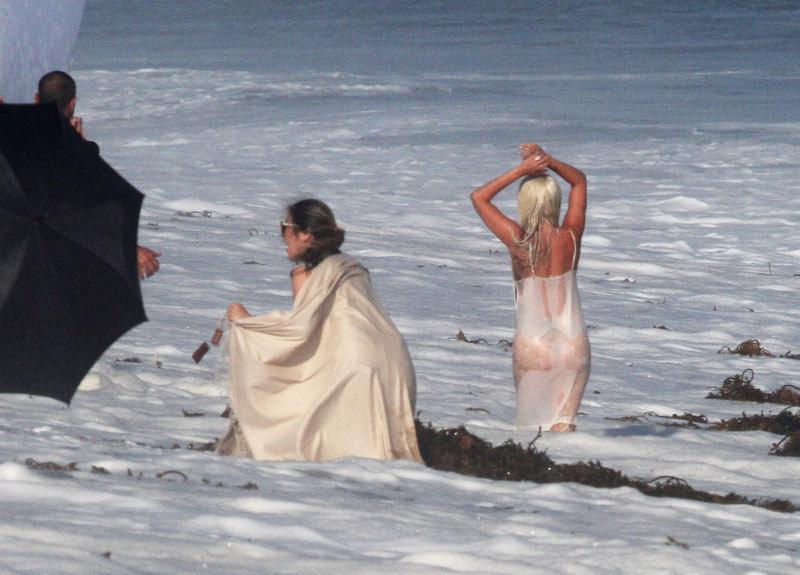 Η άκρως αποκαλυπτική εμφάνιση της Lady Gaga