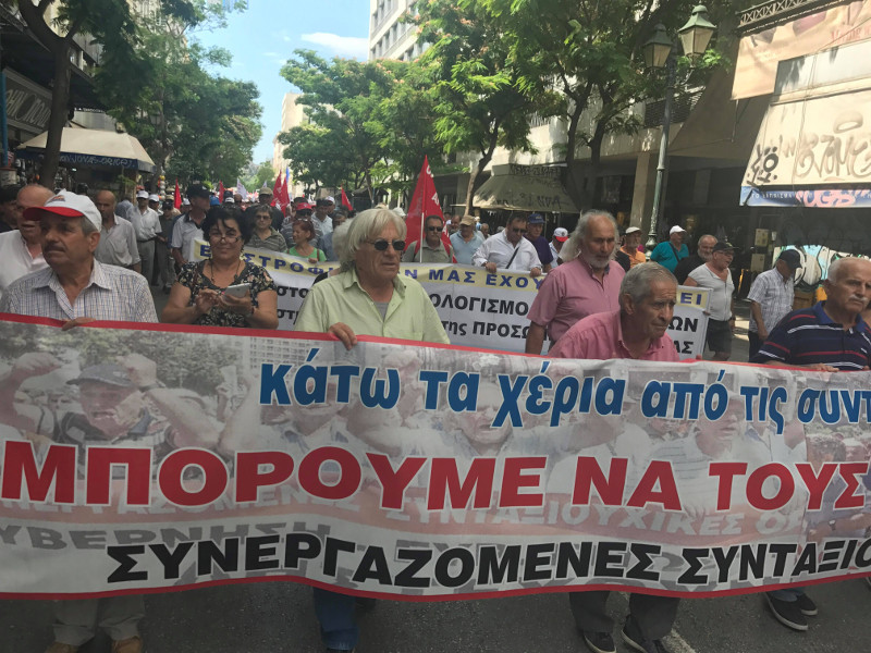 πορεία των συνταξιούχων στη Βουλή- φωτογραφία iefimerida