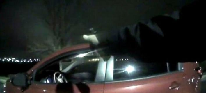 Βίντεο-σοκ: Η στιγμή που αστυνομικοί σκοτώνουν πρώην αναπληρωτή σερίφη [βίντεο]
