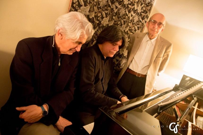 Τα τραγούδια θα ερμηνεύσουν ο διεθνής βαρύτονος Τάσης Χριστογιαννόπουλος και ο Νίκος Ξυδάκης, ενώ ρόλο αφηγητή θα αναλάβει ο Μάνος Ελευθερίου.