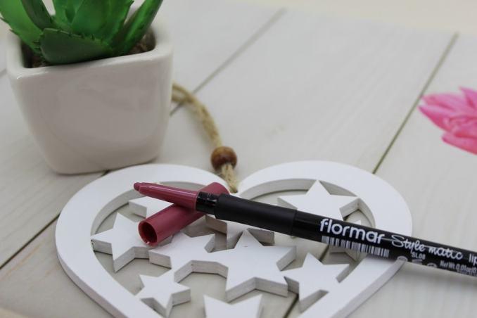 creion pentru conturul buzelor Flormar