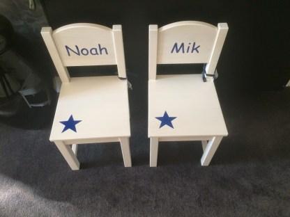stoeltje met naam Noah en Mik