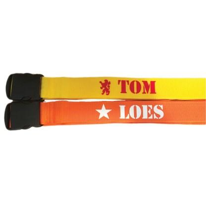 kofferriem geel en oranje met naam Tom en Loes