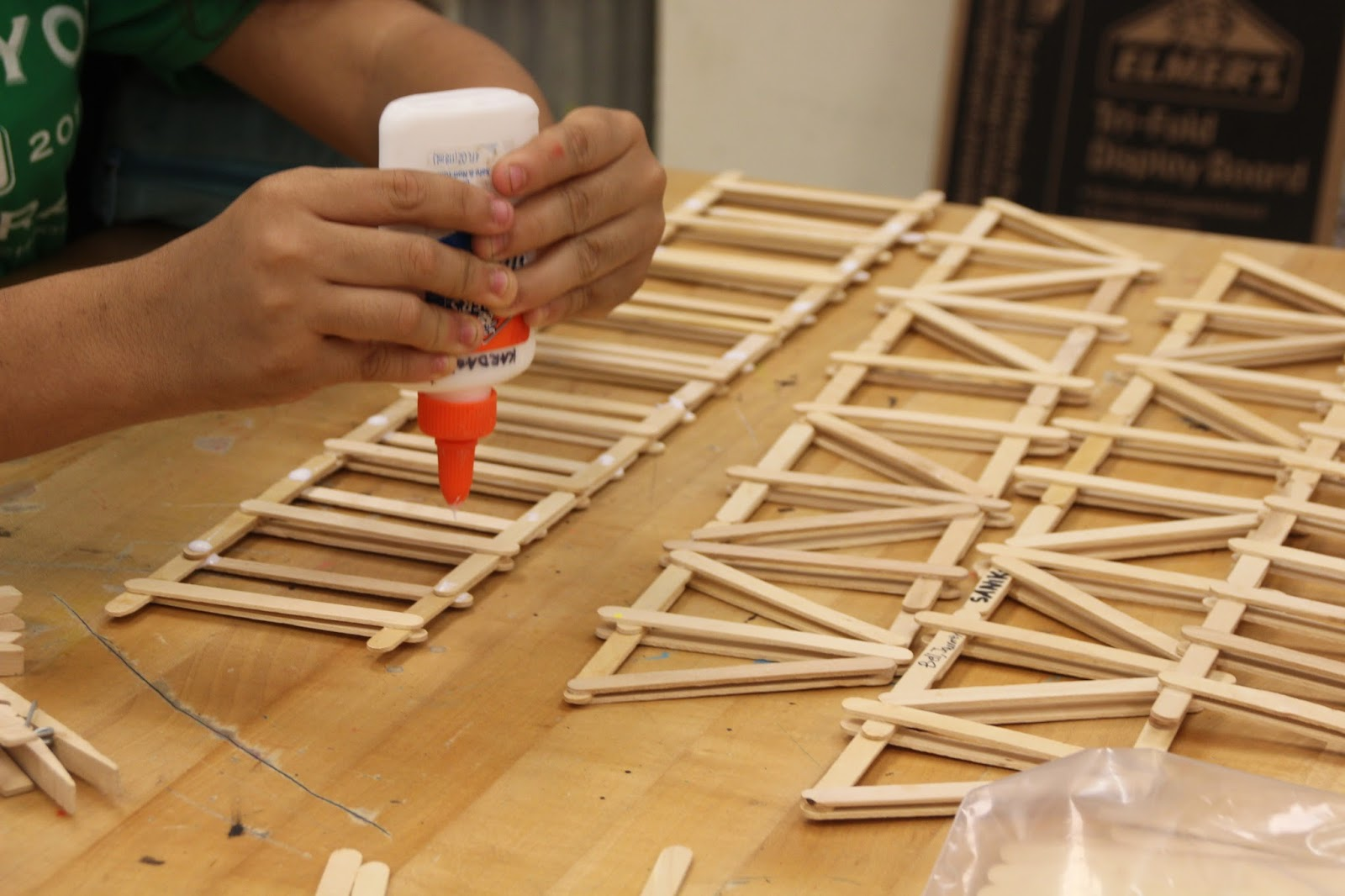 Popsicle Sticks Bridge Contest – IES Huelin – Bilingual