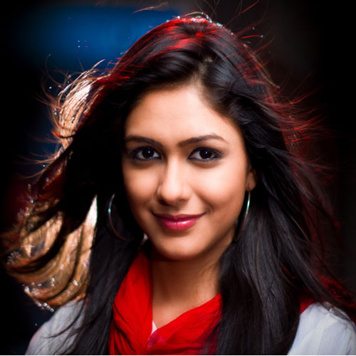 Mrunal Thakur becoming more popular than Sriti Jha