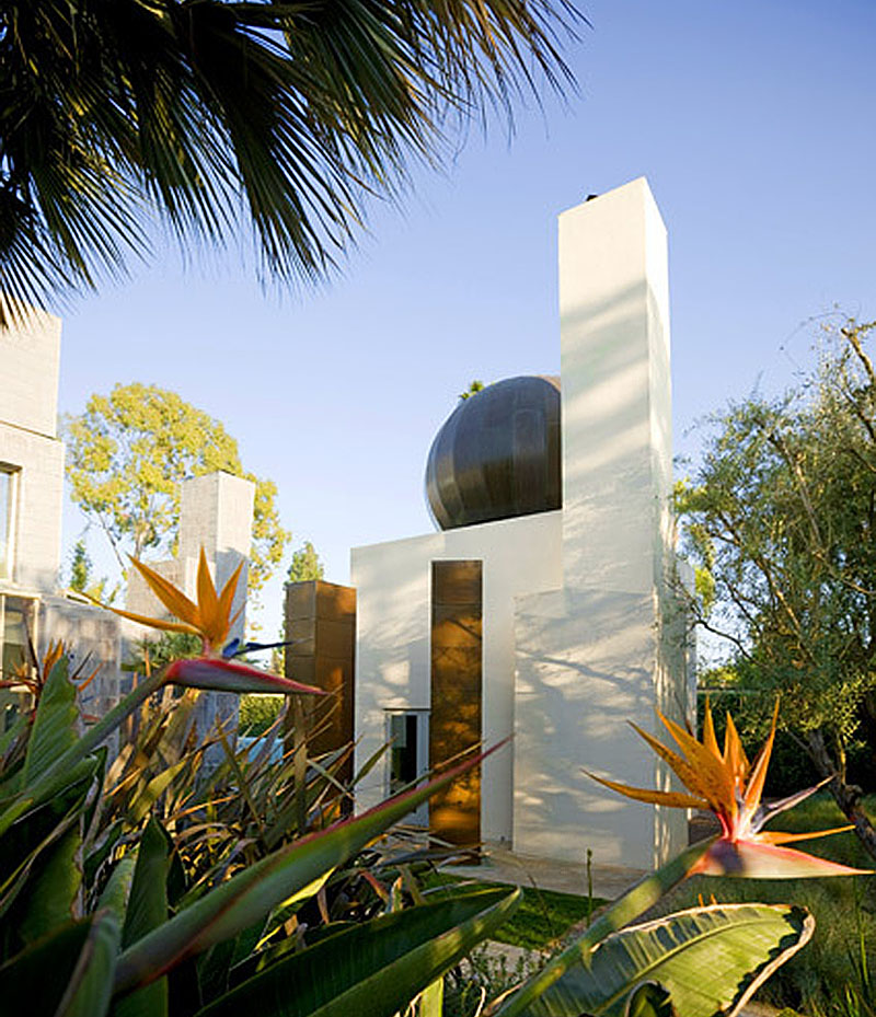 Modernist Masterpiece, Frank Gehry's Schnabel House, Lists for $15 Million. [28 photos