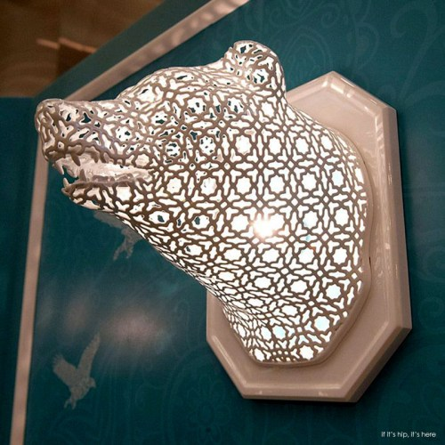 Read more about the article Illuminated Animal Lace Heads by Linlin and Pierre-Yves Jacques