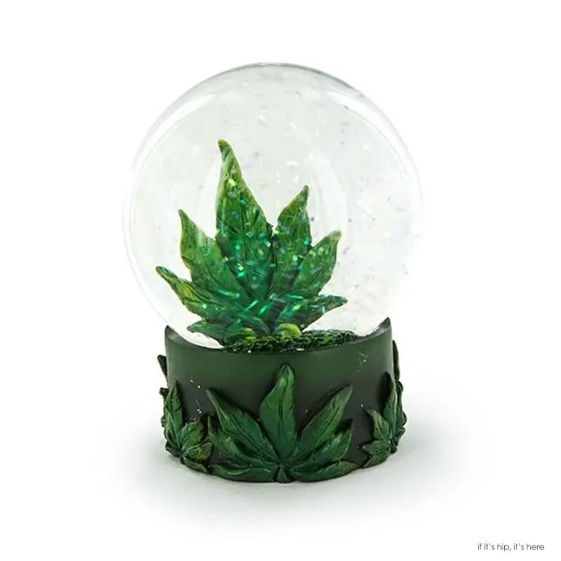 snow-globe-cannabis-leaf IIHIH