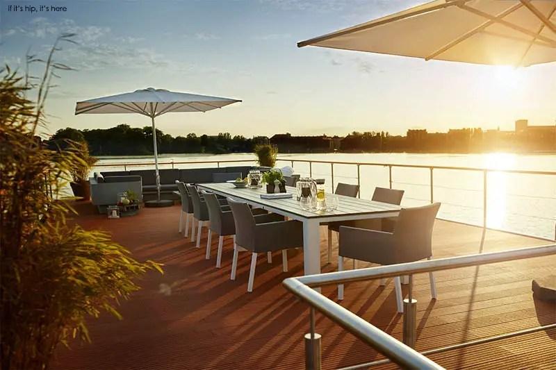 EcoFriendly Rev House Houseboats Are Floating Luxury - Modern custom houseboat graphics