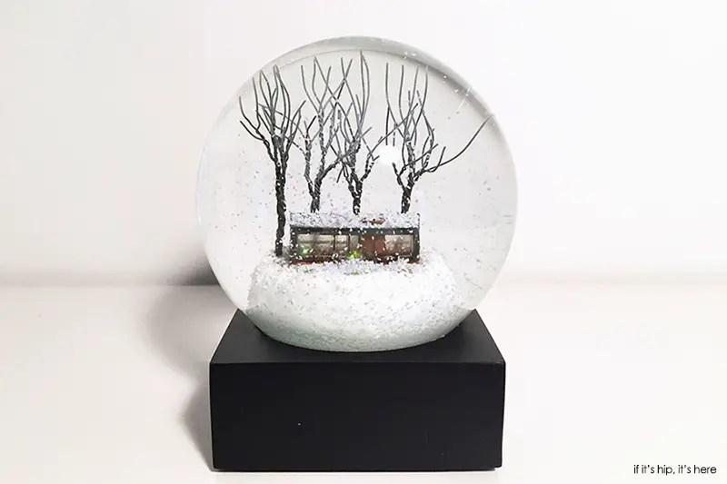 Philip johnson glass house snow
