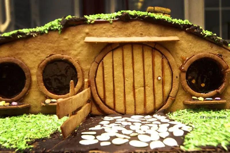 Hobbit house of gingerbread detail