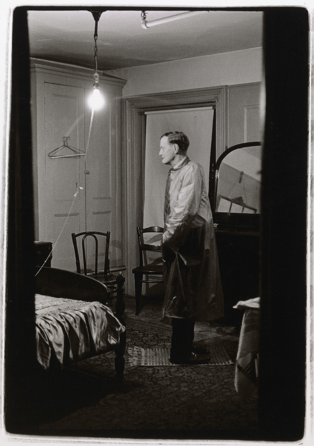 Hotel Room Photography: Previously Unpublished Diane Arbus Photos