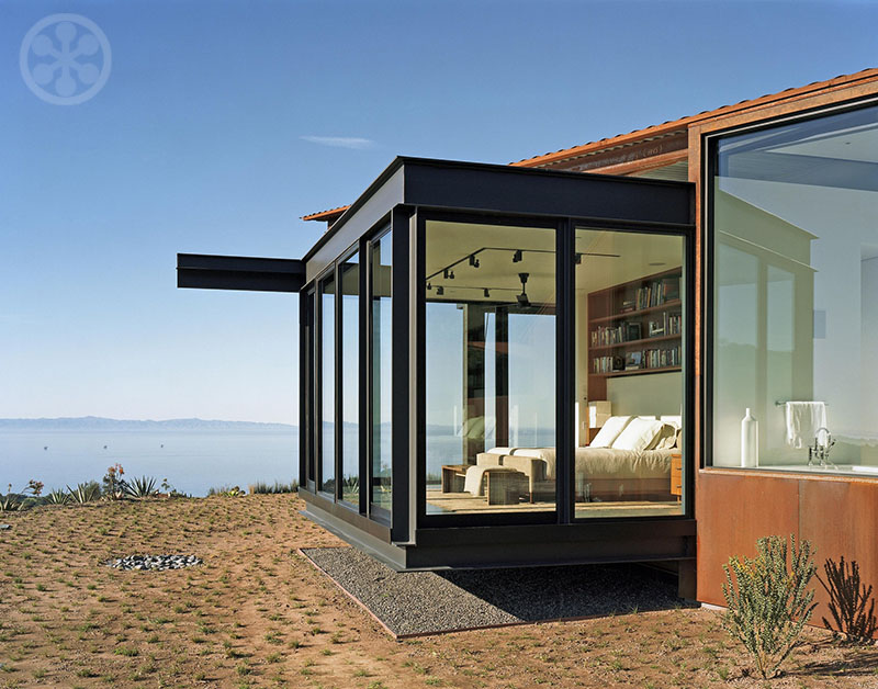 Nice The Hallway Ends In A Glass And Steel Box Turned 180 Degrees To Maximize  The Spectacular Views Of The Pacific Ocean.