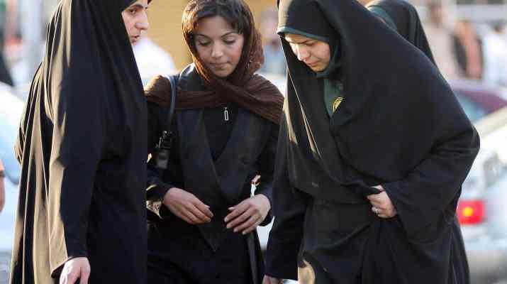 ifmat - Women in Iran dress as men in bid to watch soccer game