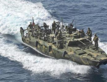 ifmat - US Navy ship fired warning shots at an Iranian boat in the Persian Gulf