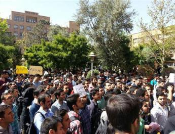 ifmat - Iranian forces stormed large number of students protesters