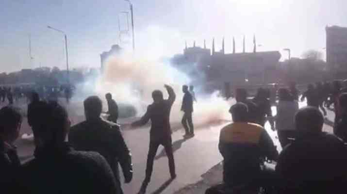 ifmat - Protester was shot in the shoulder and killed by Iran security forces