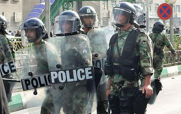 ifmat - 300 arrested after Sufis clash with Iran police