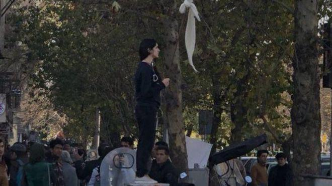 ifmat - Iran jails woman for removing headscarf in public