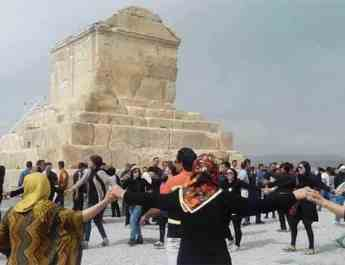 ifmat - Iranian regime blocks gathering at tomb of ancient Persian king