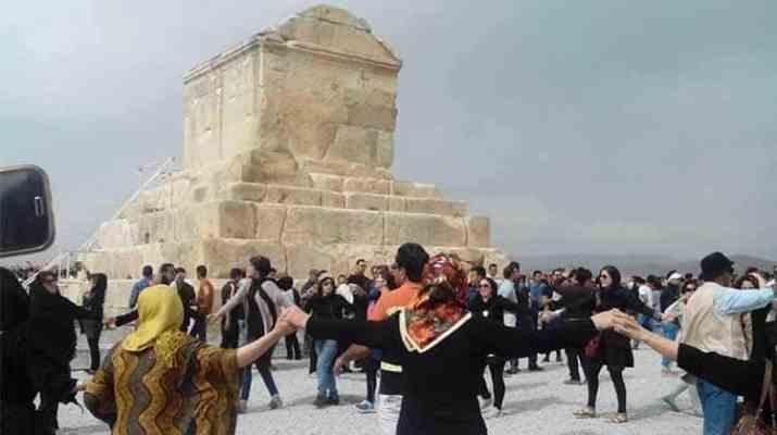 ifmat - Iranian regime blocks gathering at tomb of ancient Persian king