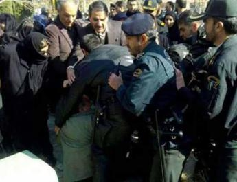 ifmat - Security forces fir tear gas into peaceful Isfahan teachers gathering